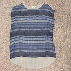 Vince Camuto tee xs fits loosely